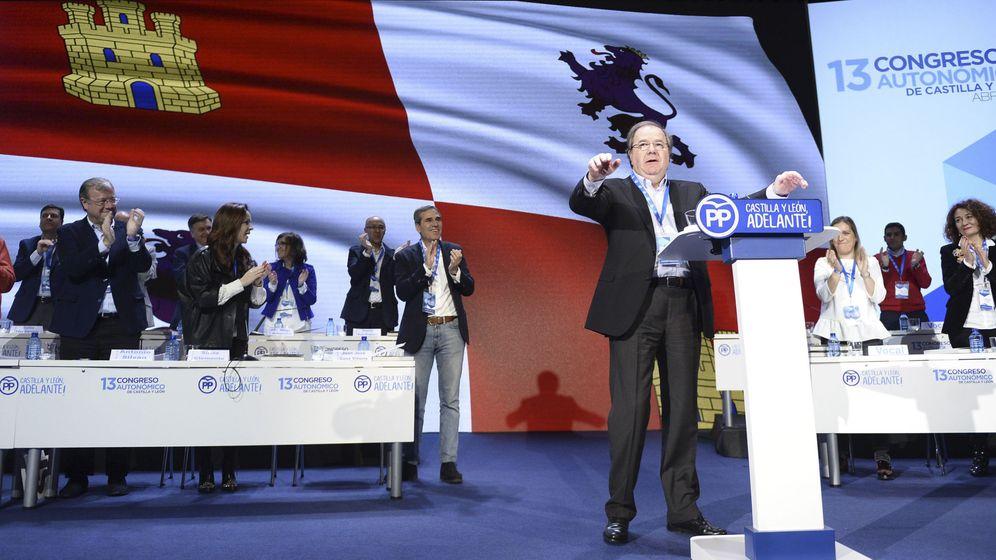 Foto: El presidente del PP de Castilla y León, Juan Vicente Herrera (c), durante la celebración del 13 Congreso Autonómico de este partido hoy en Valladolid. (EFE)