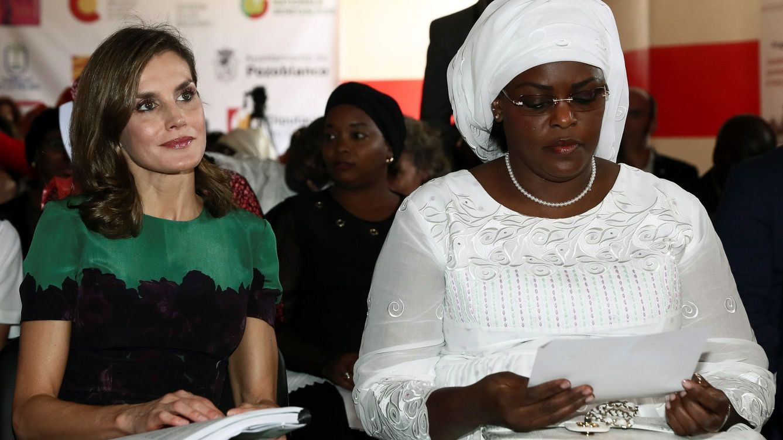 Foto: La primera dama de Senegal junto a la reina Letizia. (EFE)