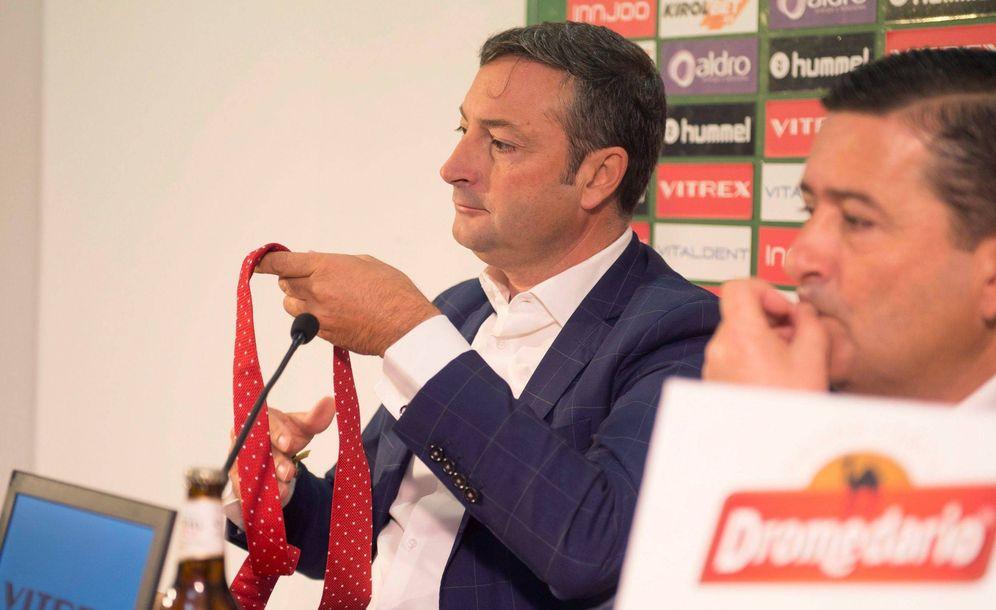 Foto: Alfredo Pérez, en su presentación como presidente del Racing. EFE