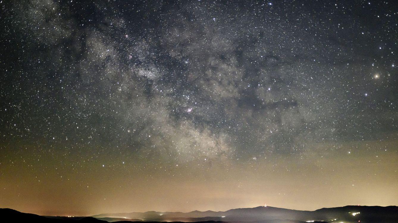 Una nueva imagen de la Vía Láctea revela un elemento que intriga a la NASA
