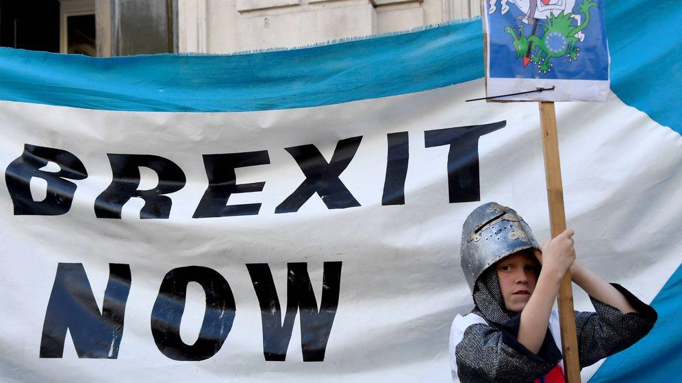 Foto: Un partidario del Brexit se manifiesta en Londres. (Reuters)