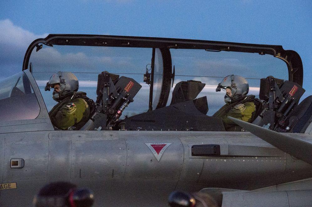 Foto: Imagen distribuida por el ministerio de Defensa de Francia de un avión de combate Rafale en la base de Saint-Dizier. (EFE)