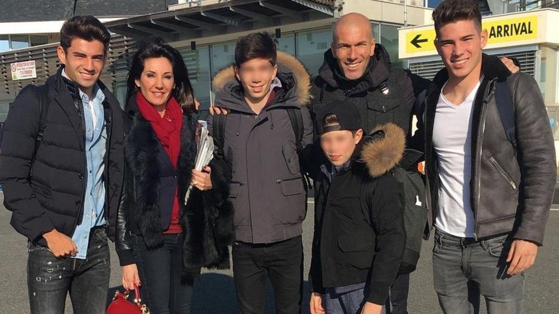 La familia Zidane Fernández al completo: Enzo, Véronique, Theo, Elyaz, Zinedine y Luca
