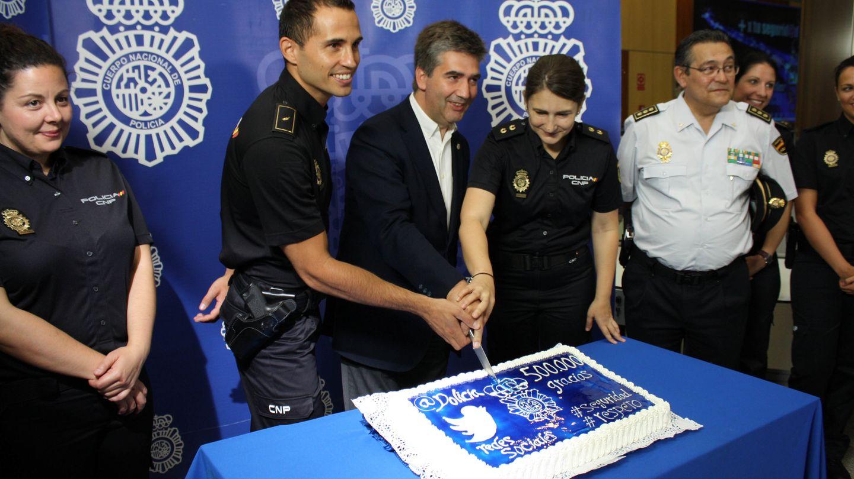 Celebración de los 500.000 seguidores de la policía en Twitter