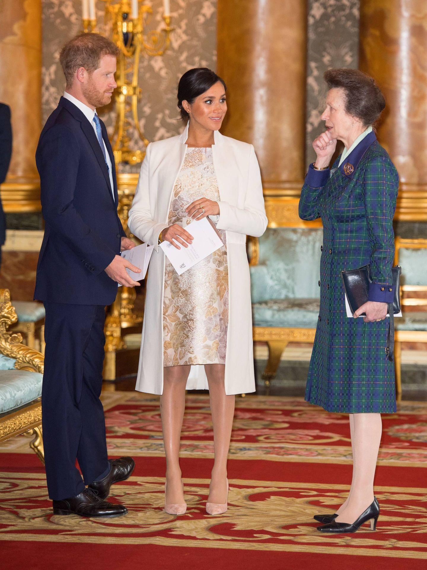 Los duques de Sussex y la princesa Ana, en Buckingham. (Cordon Press)