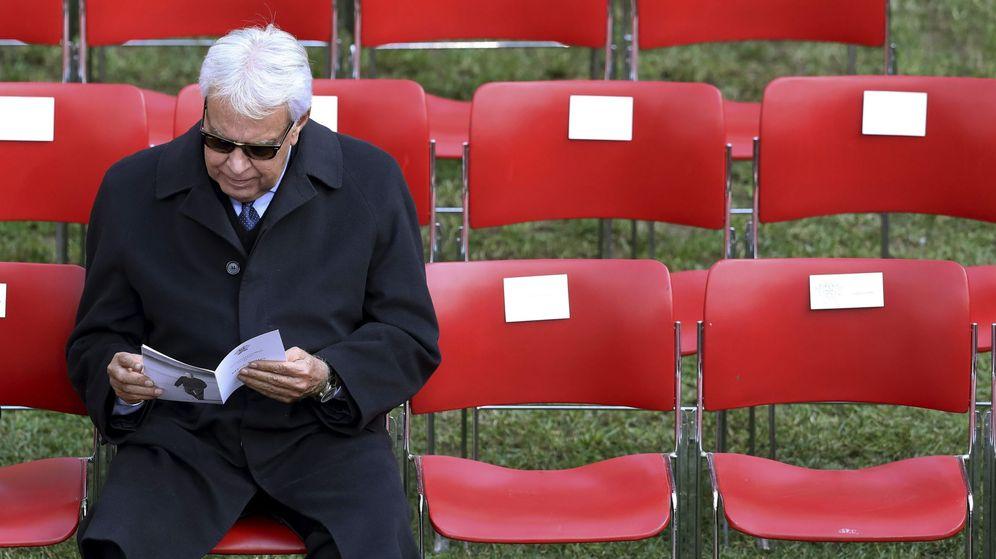 Foto: Felipe González, durante el funeral del expresidente portugués Soares. (Miguel A. Lopes / EFE)