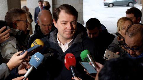 En Castilla y León, con el 63,52% escrutado, el PP obtiene 15 diputados, el PSOE 12 y Vox 4