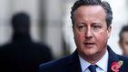Encuentran una pistola y el pasaporte de David Cameron en el baño de un avión