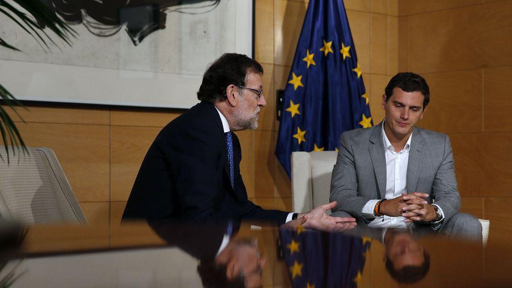 Foto: El presidente del Gobierno en funciones, Mariano Rajoy (i), y el líder de Ciudadanos, Albert Rivera. (EFE)