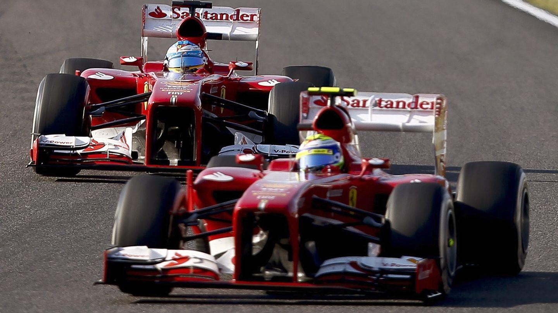 Fernando Alonso y Felipe Massa en acción con el Ferrari de 2013. (EFE)