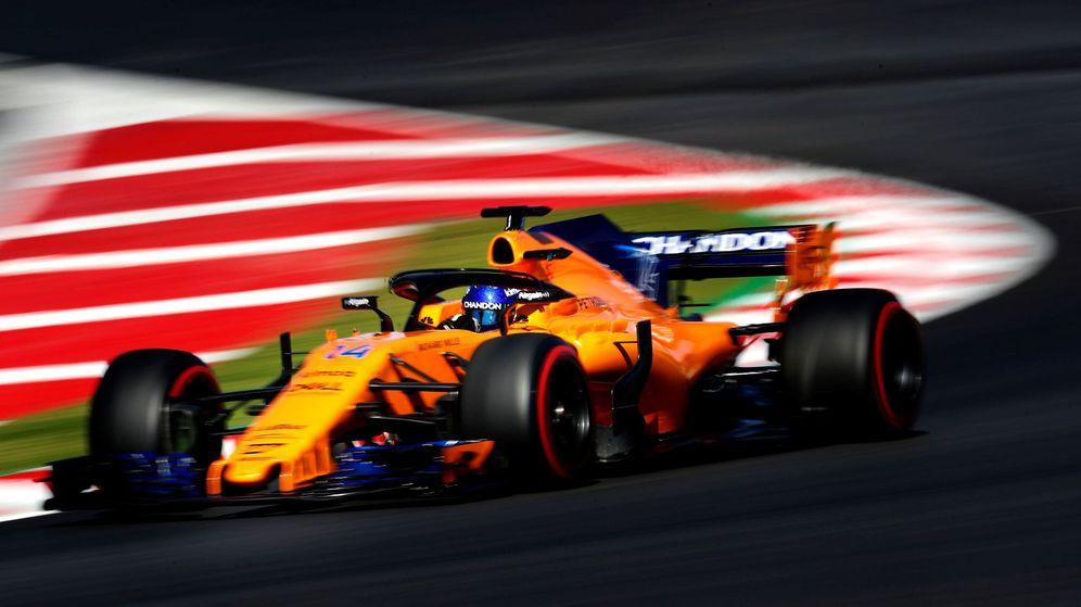 Foto: Alonso, al volante del MCL33 este martes en Barcelona. (EFE)