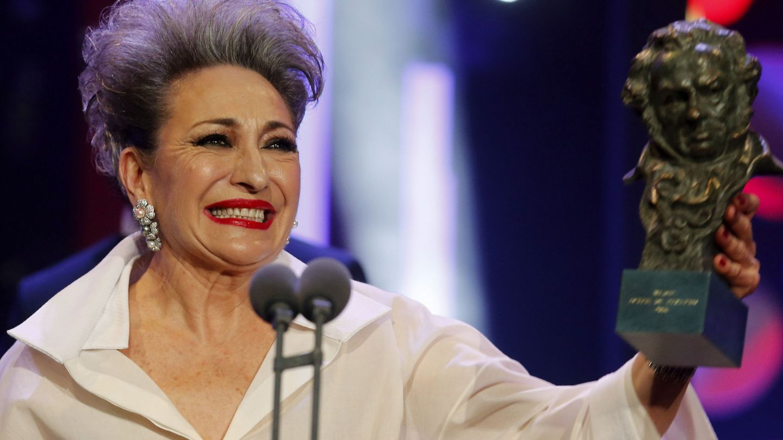 La actriz Luisa Gavasa recibiendo el Goya a la Mejor Actriz de Reparto. (EFE)