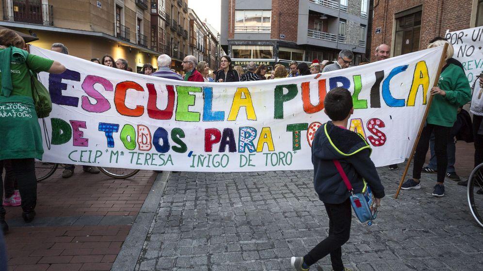 Foto: El TC da la razón a la Generalitat y tumba las 'becas Wert'. (EFE)