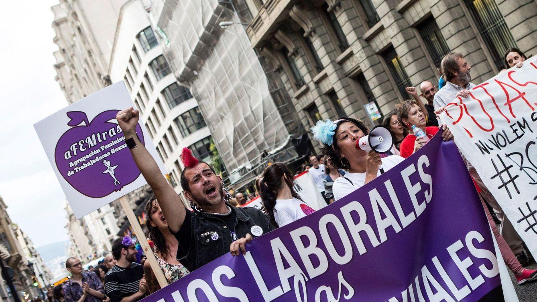 Sánchez también rectifica en prostitución: autorizó un sindicato y ahora quiere cerrarlo