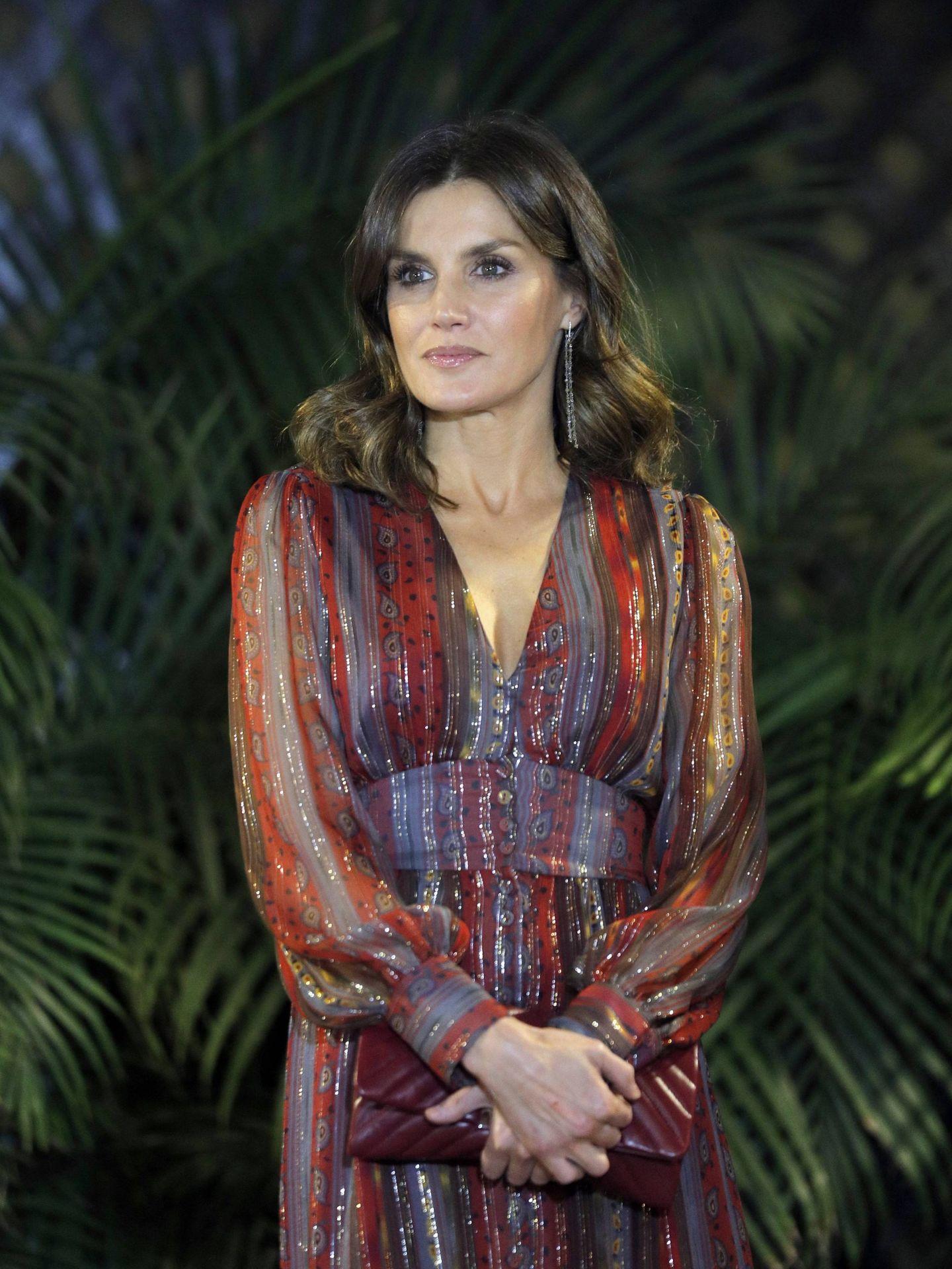 Boho, en seda y con print pasley, así es este vestido de 220 euros de Intropia. (EFE)