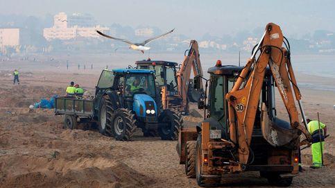 Una alfombra de basura cubre las playas españolas tras la noche de San Juan