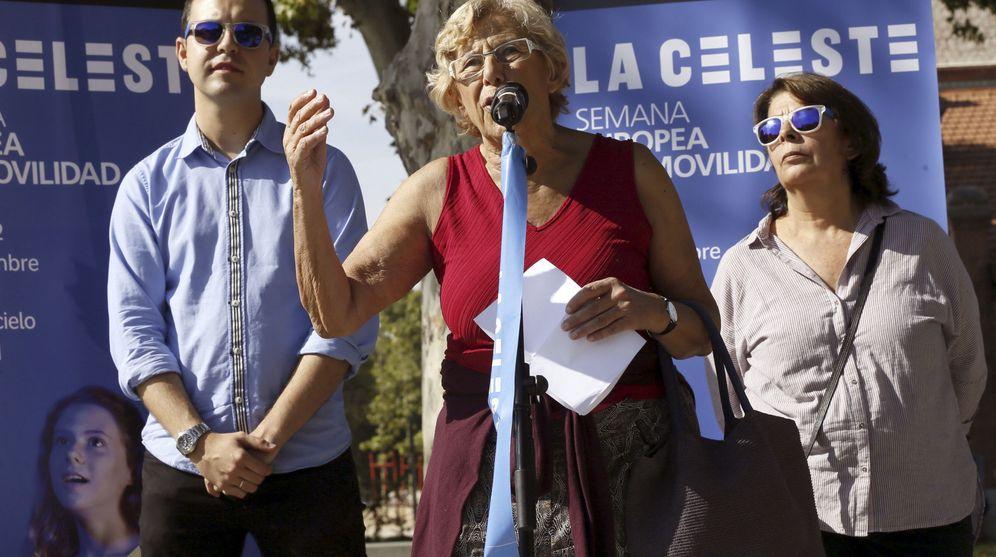 Foto: La alcaldesa de Madrid, Manuela Carmena, junto al concejal de Desarrollo Urbano Sostenible, José Manuel Calvo. (EFE)