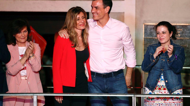 Begoña, junto a Sánchez, más feliz que nunca. (EFE)