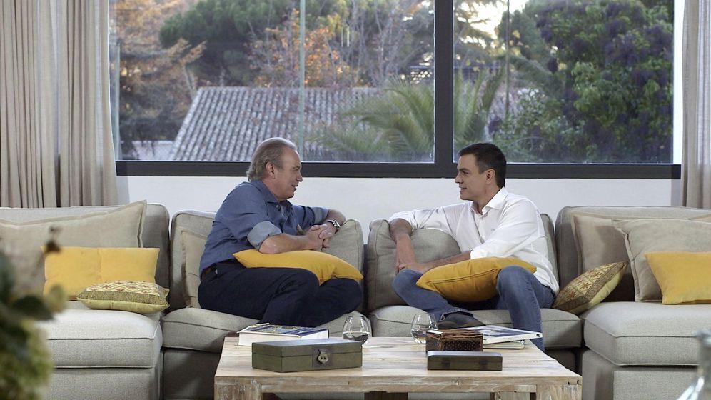 Foto: Pedro Sánchez visitó la casa de Bertín Osborne en el programa 'En la tuya o en la mía'. (RTVE)