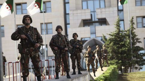 La disolución del servicio secreto trata de consolidar el poder de Bouteflika
