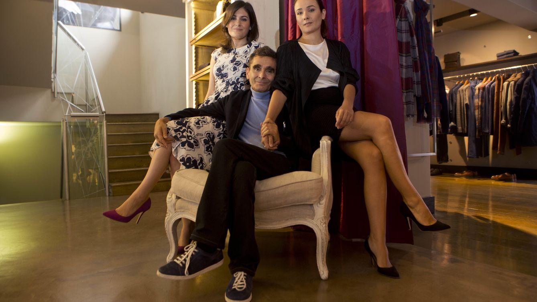 Foto: Adolfo Domínguez junto a sus hijas Valeria y Adriana, en una imagen de archivo (Gtres)