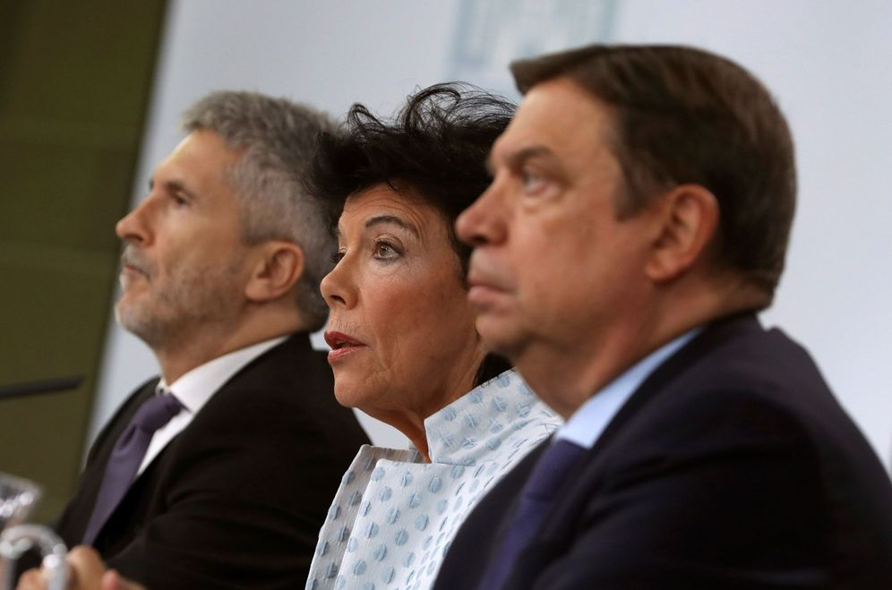 Foto: Isabel Celaá, con los ministros Fernando Grande-Marlaska y Luis Planas, este 20 de septiembre. (EFE)