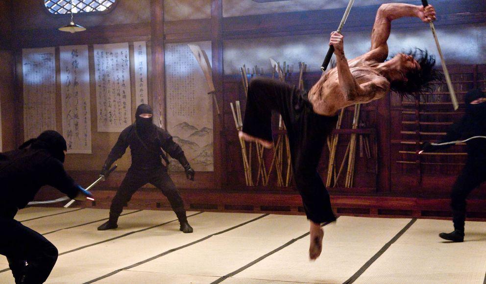 Foto: Escena de la película 'Ninja Assassin', producido por los hermanos Wachowski, cine de acción sin miedo a la teoría de la gravedad gracias a los vídeojuego. (EFE)