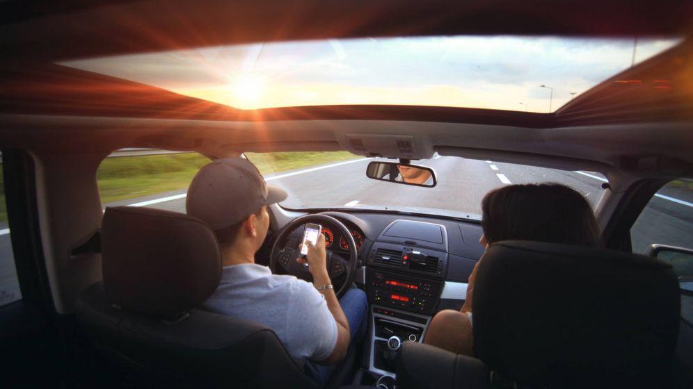 Foto: Hay que limitar el uso del teléfono móvil durante la conducción, por seguridad y por evitarse una multa