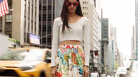 Las tres faldas de novedades que usarás hasta verano con zapatillas o tacones