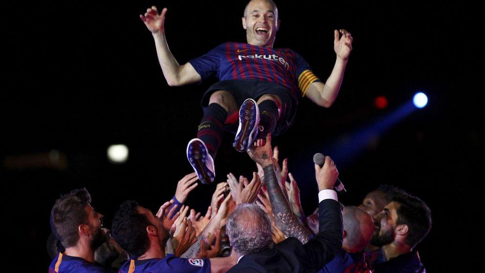 A Andrés Iniesta no le hacía falta tanto ruido para despedirse entre lágrimas