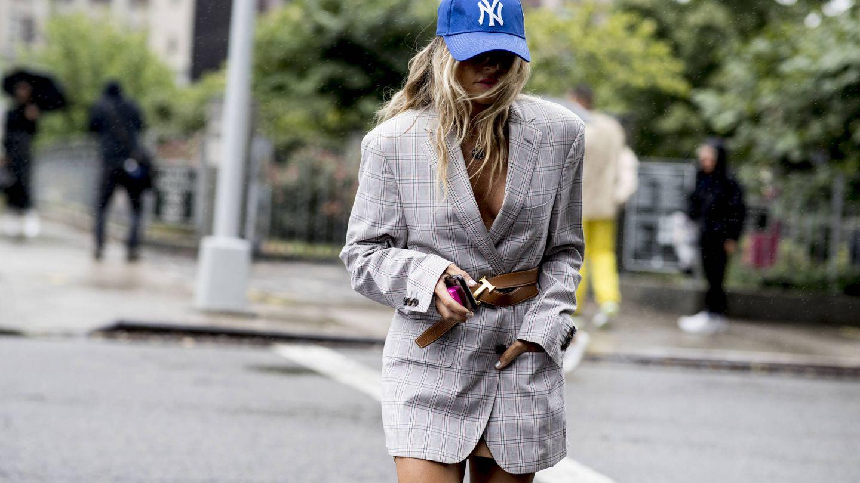 Si hay una blazer en alza es esta: la tipo vestido. (Imaxtree)