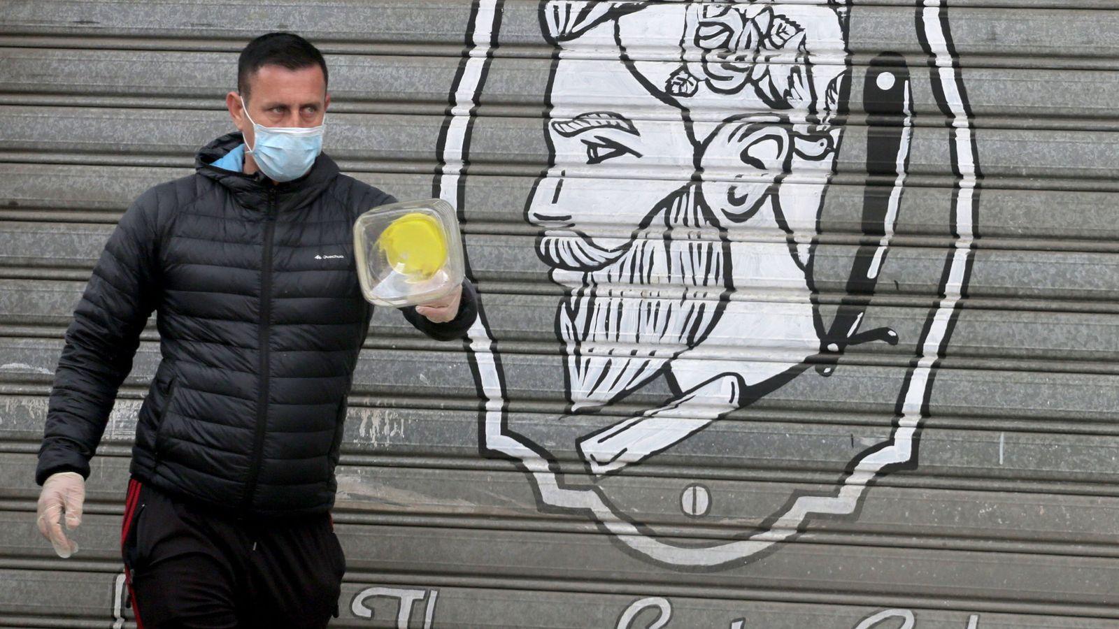 Confinamiento modo Albania: una 'app' para pedir permiso para salir de casa… una hora