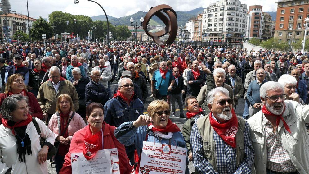 Foto: Manifestación por unas pensiones dignas en Bilbao. (EFE)