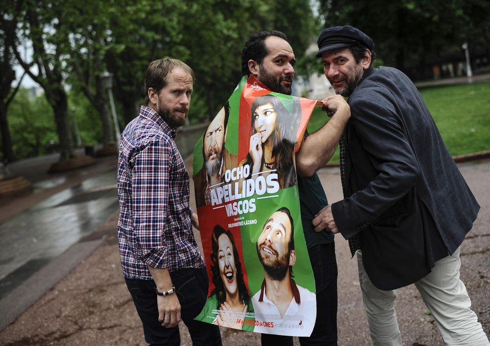 Foto: Karra Elejalde promocionando 'Ocho apellidos vascos' por las calles de Bilbao (Gtres)