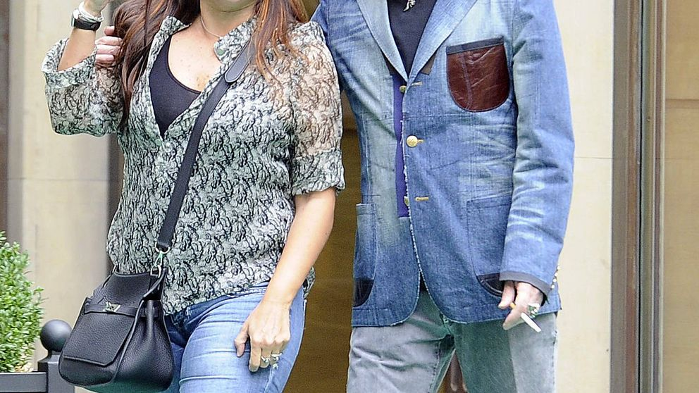 Joaquín Sabina se casa con Jimena Coronado en Madrid ante Serrat y Marlaska