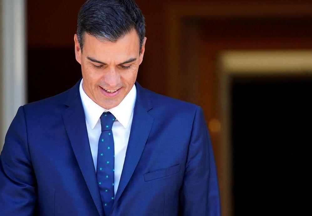 Foto: Pedro Sánchez sale a recibir al presidente de La Rioja, José Ignacio Ceniceros, este 13 de septiembre en La Moncloa. (Reuters)