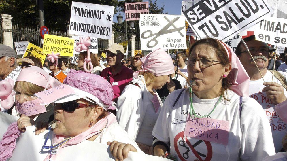 Foto: Manifestación de la llamada Marea Blanca contra la privatización de los hospitales públicos. (EFE)