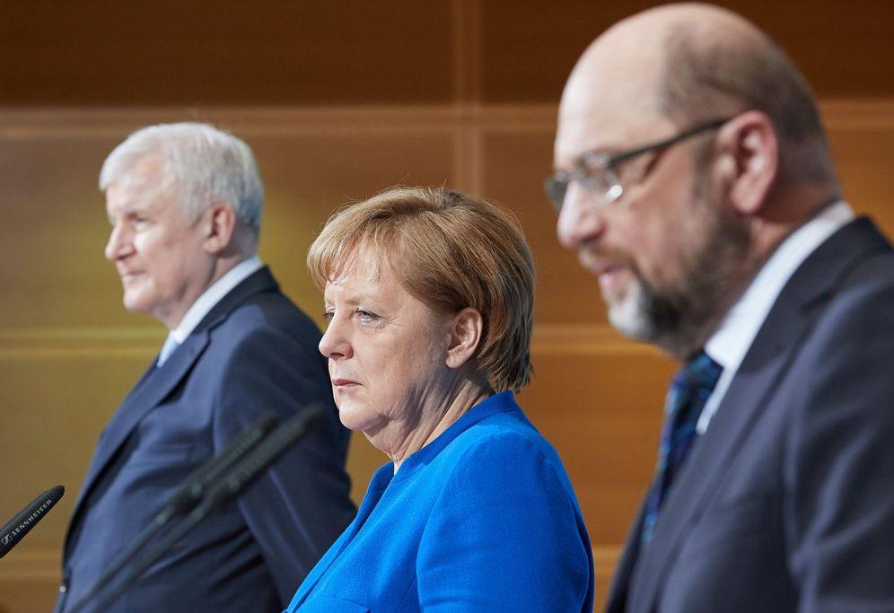 Foto:  El jefe de la Unión Socialcristiana de Baviera (CSU), Horst Seehofer, la canciller alemana y líder de la Unión Cristianodemócrata (CDU), Angela Merkel, y el líder del Partido Socialdemócrata (SPD), Martin Schulz. (Reuters)