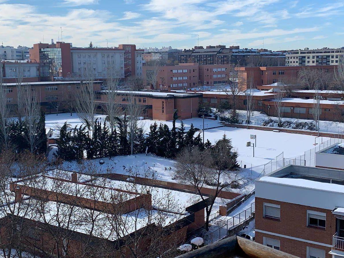 Foto: Imagen del colegio público Mirasierra (Madrid capital) este jueves.