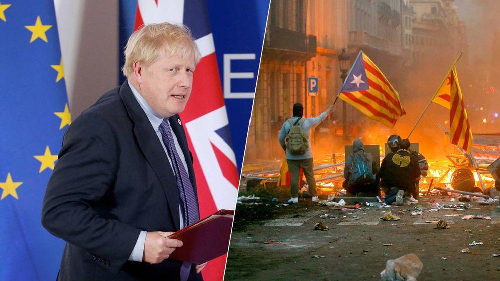 Foto: Boris Johnson y manifestantes independentistas.