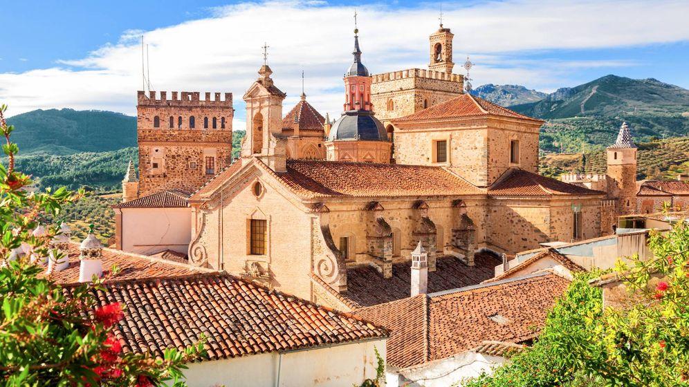 Foto: El pueblo de Guadalupe, en Cáceres. (iStock)