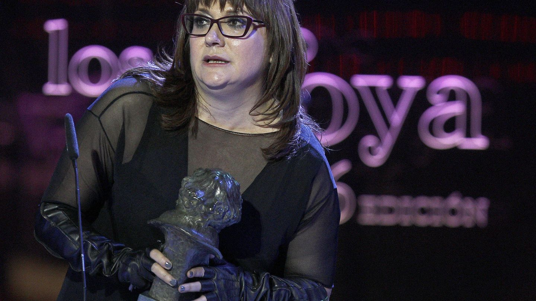 Isabel Coixet agradece el Goya a la mejor película documental que recibió por 'Escuchando al juez Garzón'. (EFE)