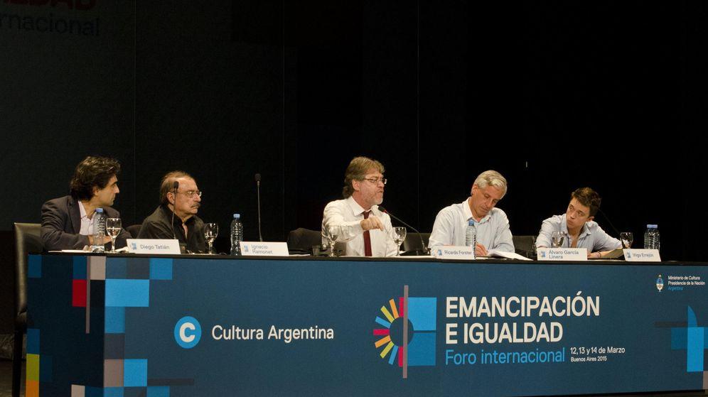 Foto: De izq. a dcha., Diego Tatián, Ignacio Ramonet, Ricardo Forster, Álvaro García Linera e Íñigo Errejón (EFE)