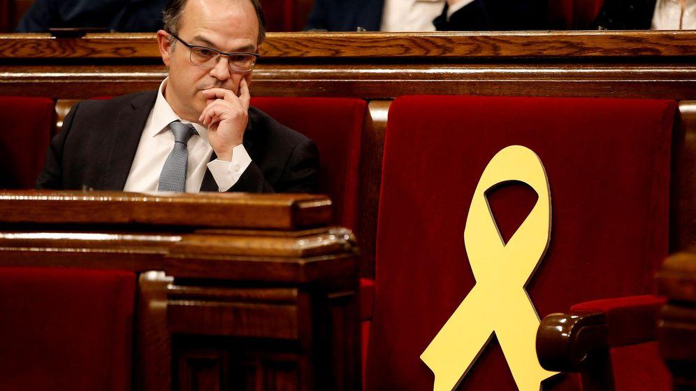 Foto: Fotografía de archivo de Jordi Turull junto al escaño vacío de Jordi Sànchez. (EFE)