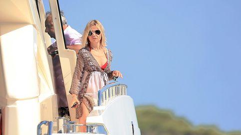 Eugenia Martínez de Irujo navega por Ibiza a 5.500 euros el día