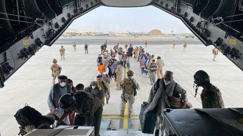 Los contactos entre países en el aeropuerto impulsa la localización de 'afganos españoles'