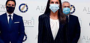 Post de La reina Letizia y su traje de ejecutiva ideal junto a Pablo Iglesias y Díaz Ayuso
