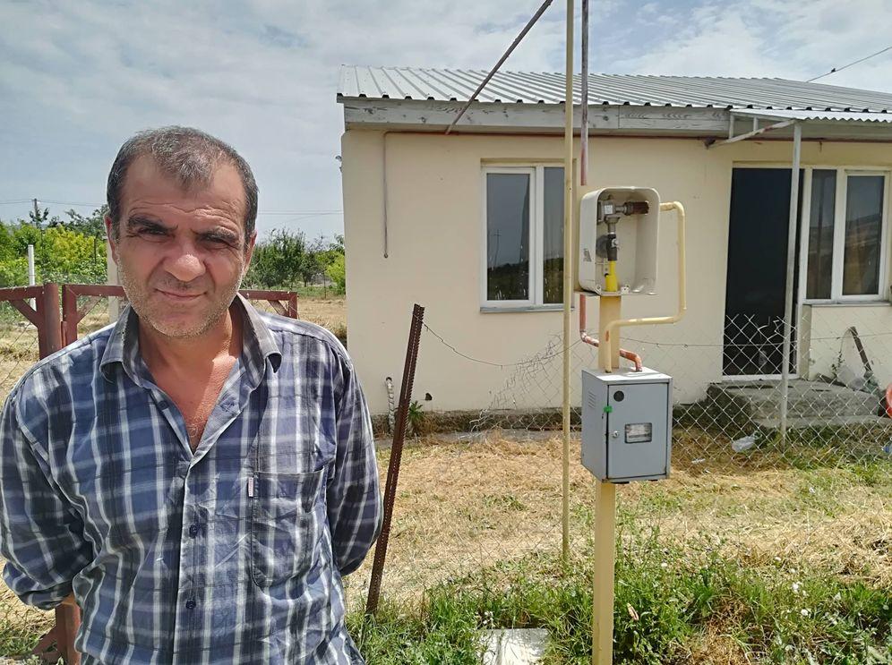 Foto: Davit, desplazado interno desde hace una década, en una de las residencias temporales facilitadas por el Gobierno georgiano. (C. Tulbure)