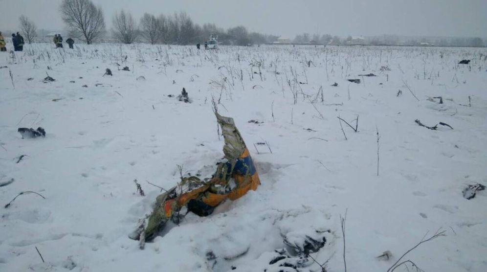 Foto: Restos del avión ruso siniestrado junto a la localidad de Argunovo, en la provincia de Moscú. (Reuters)