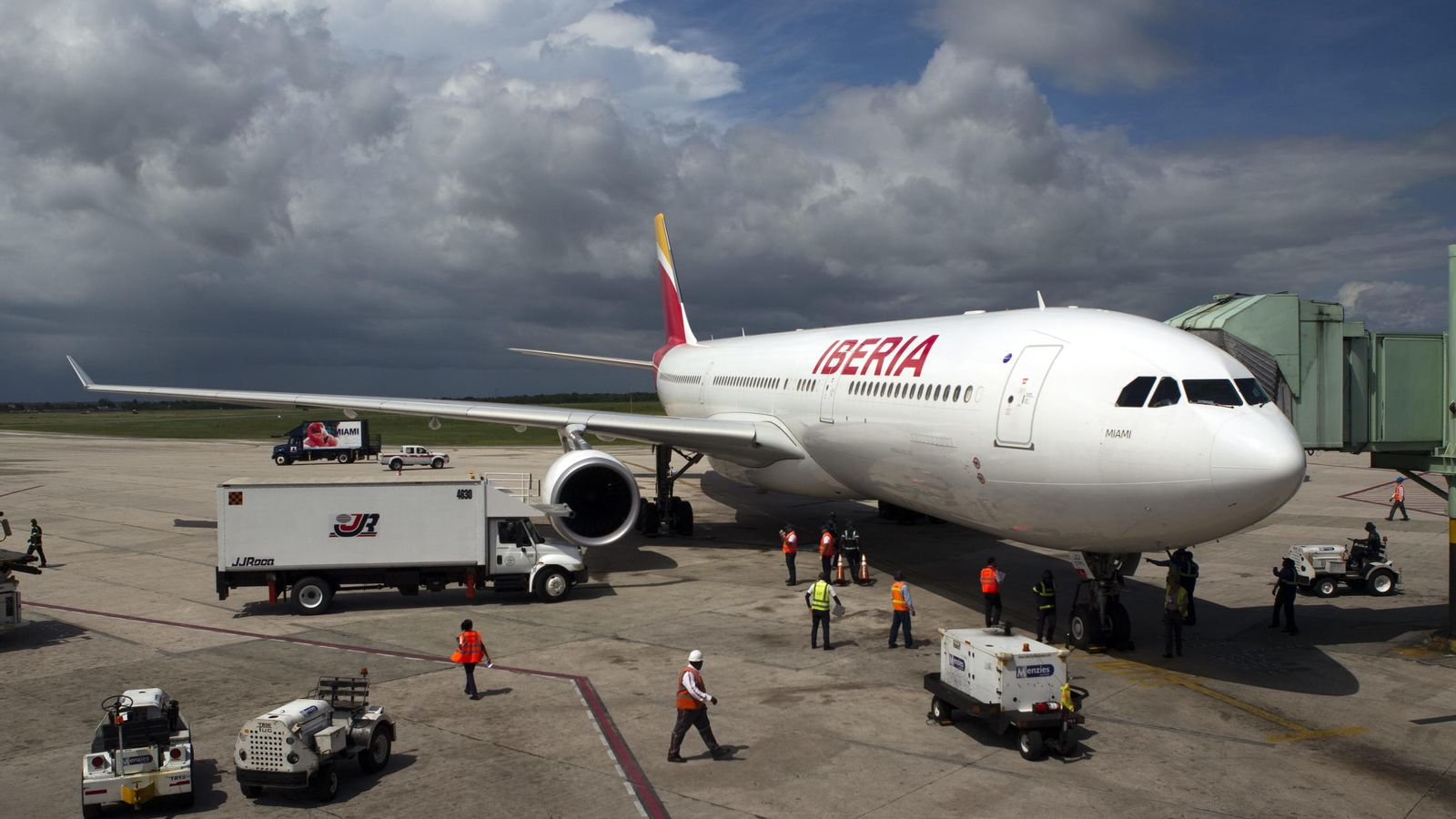 Foto: Un avión de la aerolínea española Iberia llega a Santo Domingo. (EFE)